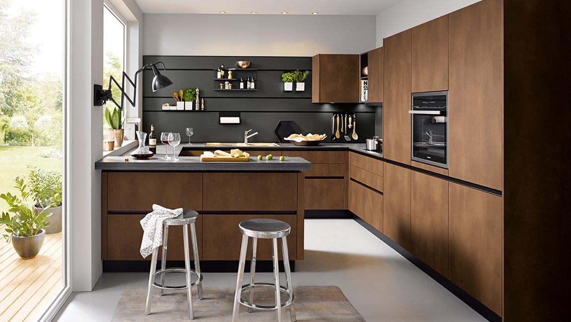 Кухня в коричневом цвете с текстурой орех 2019