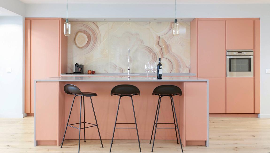 Кухня в розовом цвете 2019